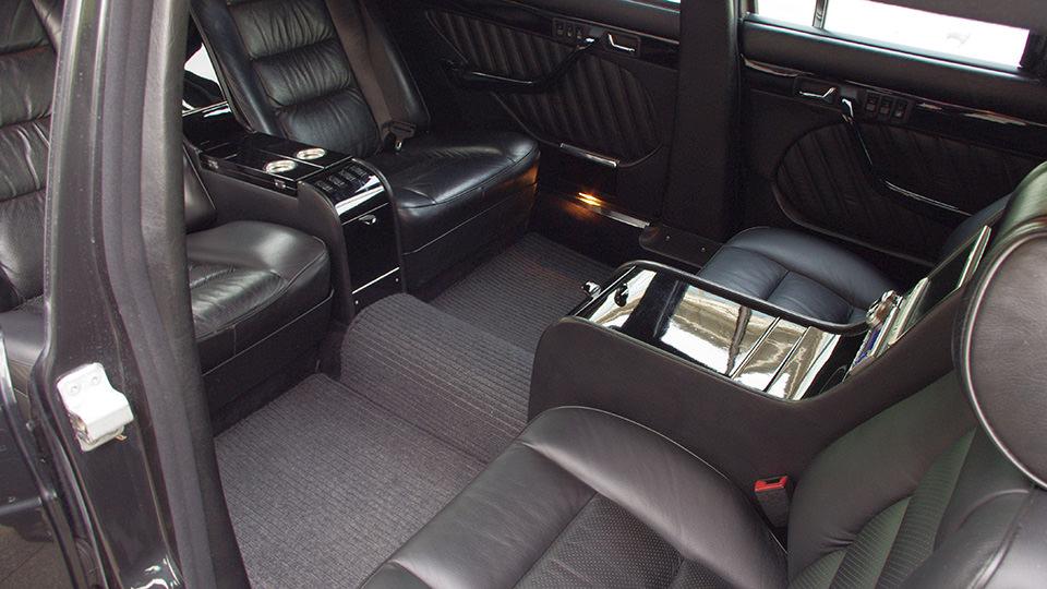 AMG limousine bus